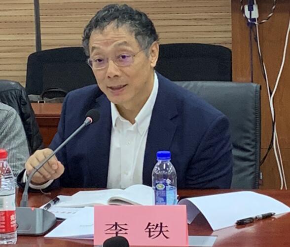 中国城市和小城镇改革发展中心首席经济学家李铁会上发言